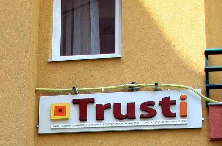 Trusti kushtëzon shtetasit e huaj për tërheqjen e 10% të kursimeve