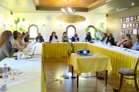 Diskutohet për diskriminimin gjinor në vendin e punës