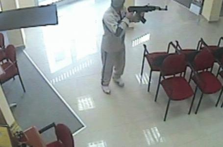 Nën kërcënimin e armës vjedhin arkën me para në market