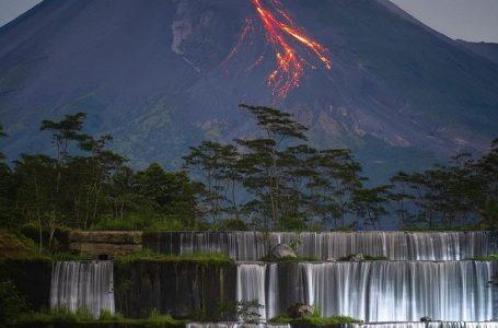 Aktivizohet vullkani në Indonezi, hiri i tij ngritet deri në pesë kilometra lartësi