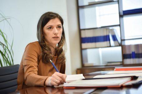 Albulena Haxhiu paralajmëron ndryshime ligjore për ndjekjen e krimeve të  luftës