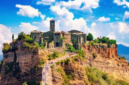 """""""Qyteti që po vdes"""", qyteza në veri të Romës kërkon mbrojtje nga UNESCO"""