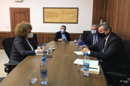 Oda e Afarizmit të Kosovës paraqet problemet e bizneseve para ministres Hajdari