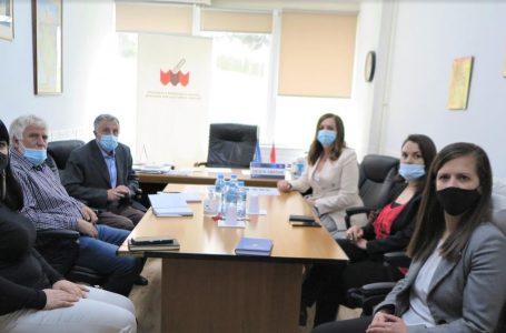 Ministrja Nagavci vizitoi SBASHK-un, mësimdhënësit do të vaksinohen me kontingjentin e dytë të vaksinave