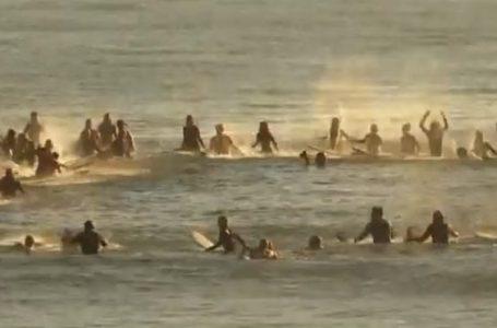 Protestë në ujë për ta kundërshtuar xhirimin e serialit në brigjet e Australisë (VIDEO)