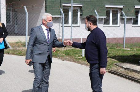 Ministri i Brendshëm Xhelal Sveçla ka vizituar Qendrën e Mbajtjes në Vranidoll