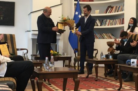 Enver Petrovci nderohet me çmimin për vepër jetësore