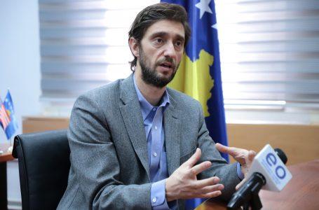 Uran Ismaili dorëzon mandatin e deputetit, thotë se dëshiron t'i përkushtohet Prishtinës