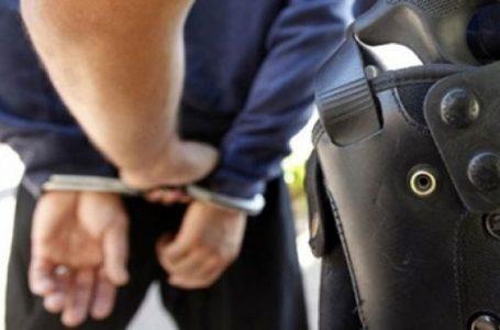 Lëshonte diploma shkollore të falsifikuara, arrestohet