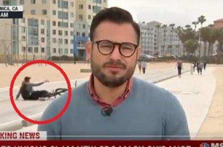 Çiklistja rrëzohet duke bërë selfie, del në transmetim direkt në TV (VIDEO)