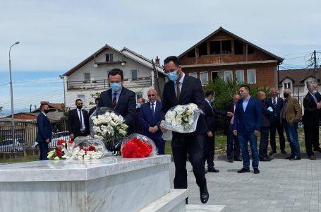 Albin Kurti dhe Glauk Konjufca nderojnë në 23-vjetorin e rënies heroin Bahri Fazliu