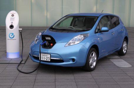 Shitjet e automjeteve elektrike në këtë 10 vjeçar mund të arrijnë 145 milion në nivelin global