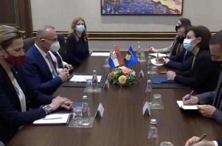 Kroacia mbështet dialogun dhe liberalizimin e vizave për Kosovën