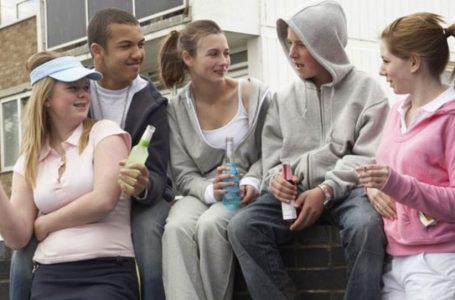 Adoleshentë duhanpirës apo pijedashës