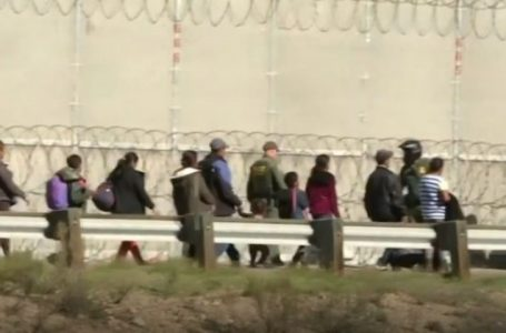 Dyfishohet numri i njerëzve që braktisin vendet e tyre