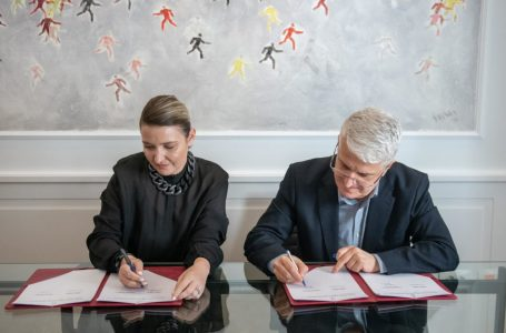 Nënshkruhet marrëveshja për promovimin e artistëve dhe kulturës shqiptare në botë
