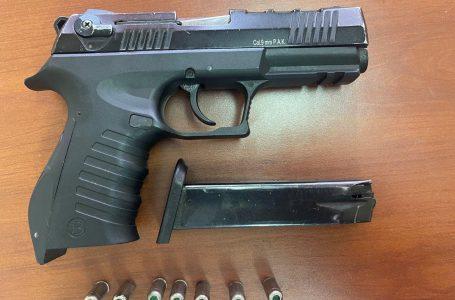 Gjakovë, poston foto të pistoletës në rrjete sociale, i konfiskohet nga policia