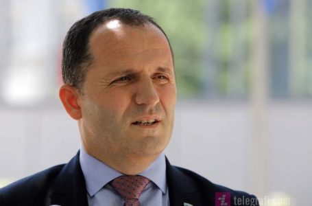 Hoti: Edhe bashkatdhetarët që ndodhen në Kosovë mund të vaksinohen