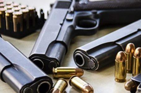 Policia sekuestron armë dhe fishekë në Gjakovë, arrestohen tre persona