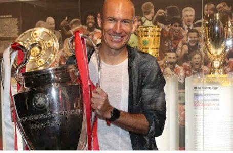 Robben tërhiqet përfundimisht nga futbolli