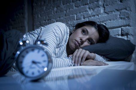 Si t'i ndaloni mendimet që nuk ju lënë të flini natën?