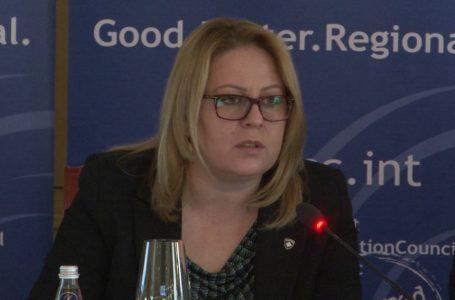 Ish-ministrja i reagon Kurtit: Asnjë vendim që ndihmon ekonominë nuk e keni marrë
