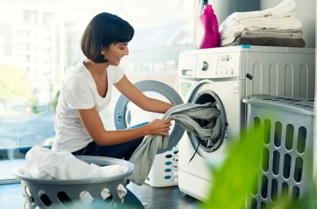 Truqe për larjen dhe mirëmbajtjen më të mirë të rrobave