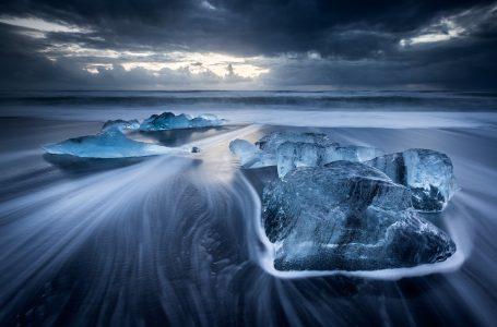 Rërë e zezë, e ndritshme, njihuni me plazhet më të veçantë në botë
