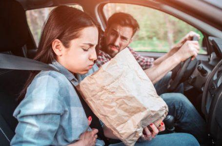 Nuk e dini përse udhëtimi me veturë nxit vjelljen, kjo është arsyeja