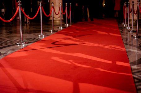 Këto veshje nga pasarela duken ndryshe në tapetin e kuq