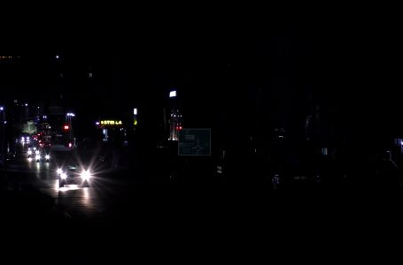 """Kastrati: Rruga """"Veslli Klark"""" në përgjegjësinë e MMPHI, MMPHI: Nuk kemi të bëjmë me ndriçim publik"""