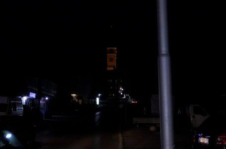"""Dy rrugë në paralagjen Brekoc dhe rruga kryesore te sheshi """"Agron Rama"""" pa ndriçim"""