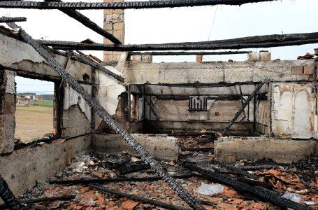 Qeveria, 40 mijë euro për familjen që humbi dy djemtë nga zjarri në Gjakovë
