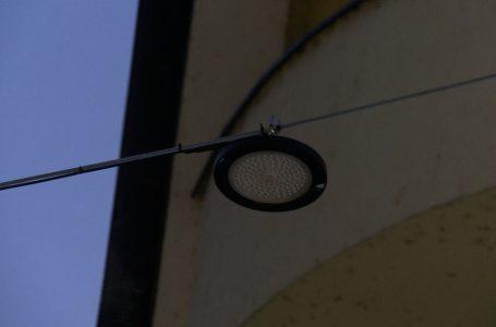 """Ndriçimi në rrugën """"Nënë Tereza"""" në Gjakovë punon pjesërisht"""