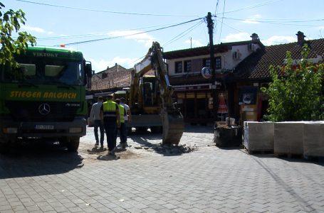Fillojnë punimet për shtrimin e rrugëve në Çarshinë e Vjetër