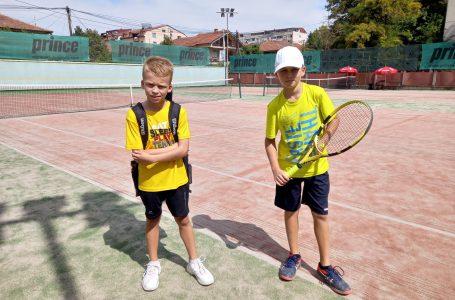 Tenistët nga Gjakova shkëlqejnë në turneun e Shkupit, 'Detski Tenis 2021'