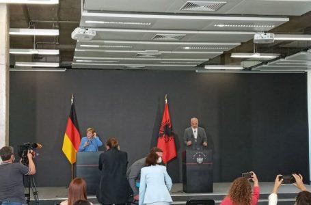 Mediat kosovare nuk u lejuan të bëjnë pyetje në konferencën Rama-Merkel