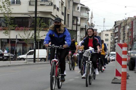 Me biçikleta, kështu e hap fushatën PDK