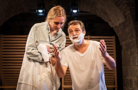 Komedia e 'Swiss Connection' nga Jeton Neziraj, premierë në Zürich