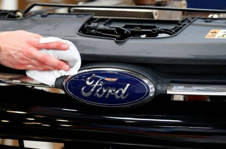 """Ford"", mbyll dy fabrika pas 25 vitesh"