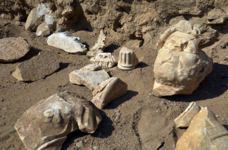 Arkeologët zbulojnë statujën e rrallë të perandorit romak Hadrian
