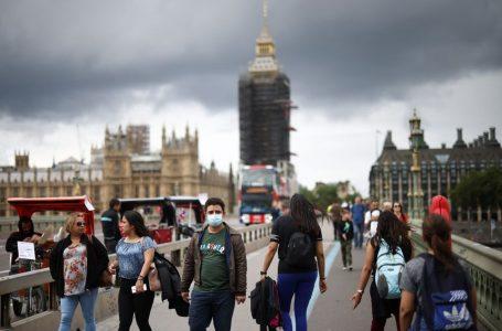 Angli, nga mbi 51.000 të vdekur nga COVID-19, vetëm 640 persona kanë qenë të vaksinuar