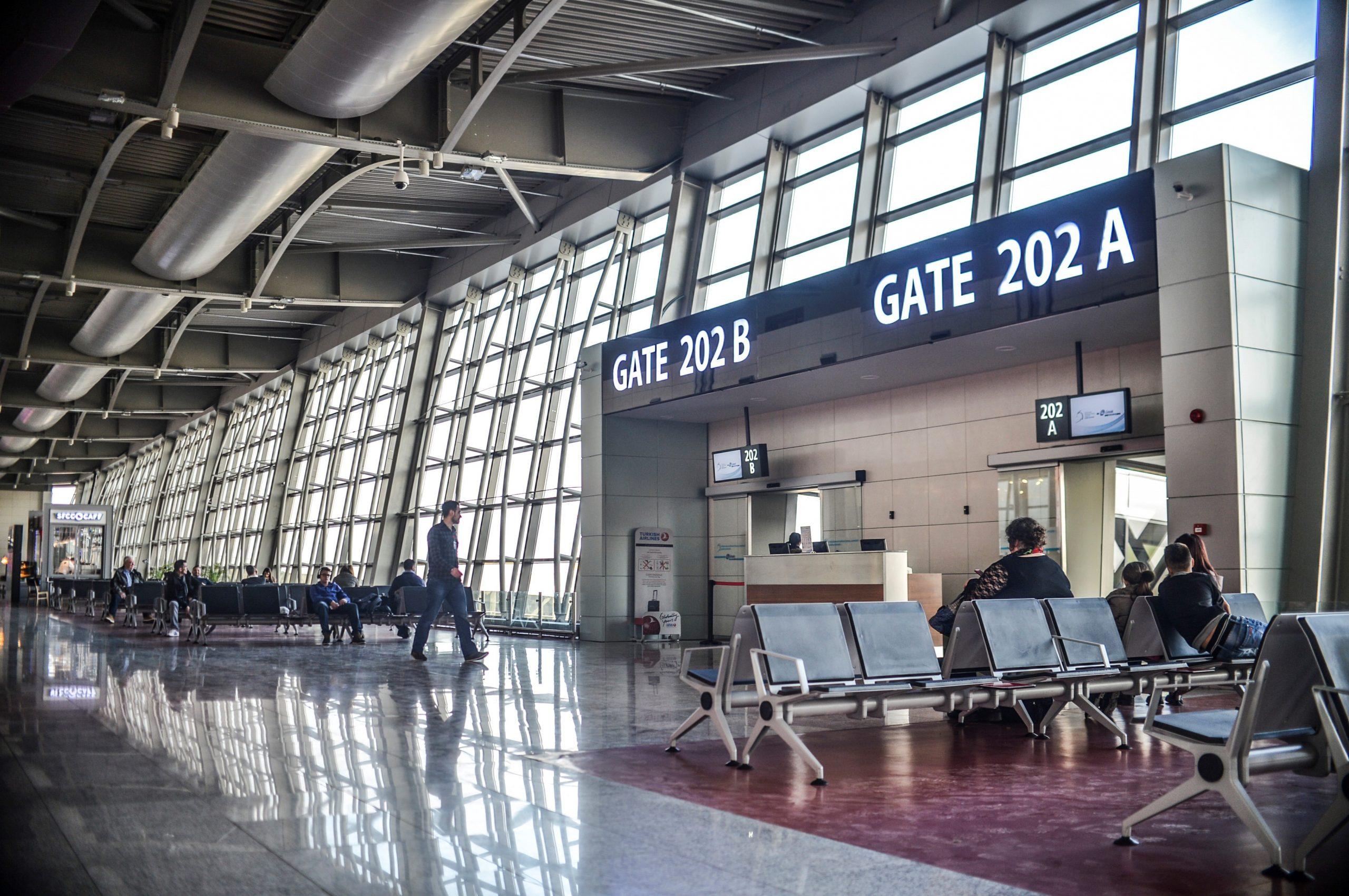 """Projekti për ANP """"Adem Jashari"""", zgjatet pista dhe hapen rrugë të reja ajrore"""