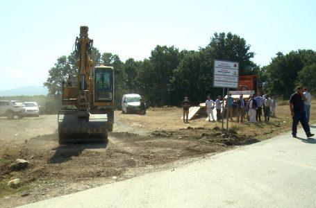 Filluan punimet për asfaltimin e nëntë akseve rrugore në fshatin Ujz