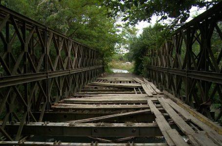 Ura në fshatin Osek Pashë vazhdon të mbetet e dëmtuar dhe e pakalueshme për banorët