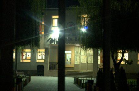"""Mbyllet qendra e votimit """"Mustafa Bakija"""" në Gjakovë"""