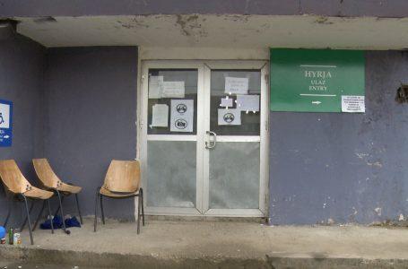 """Qendra e vaksinimit """"Fehmi Agani"""" ka mbyllur dyert gjatë vikendeve"""