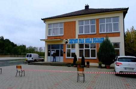 """Ka filluar procesi i votimit në qendrën e votimit """"Fan Noli"""" në Dujakë"""