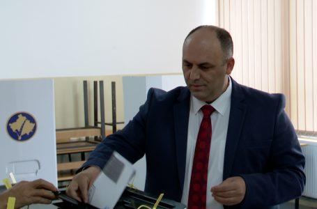 Voton kandidati për kryetar të Gjakovës nga Nisma Socialdemokrate, Fazli Hoxha
