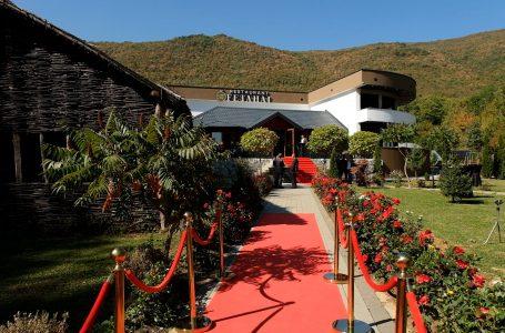 """Restaurant  """"Fetahaj"""", ushqim i veçantë dhe natyrë në një vend"""